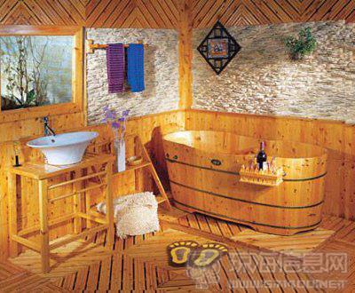 木桶没有两样,金属箍和原木色的木片条是基本的元素,至于是选择正圆形